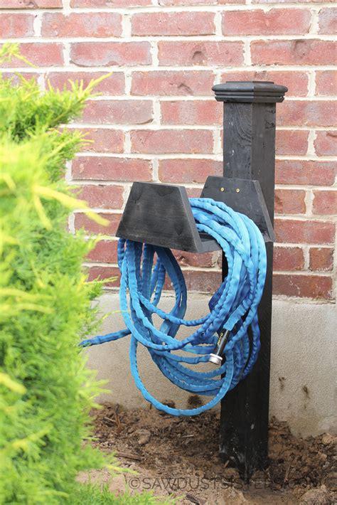 diy chunky garden hose holder sawdust sisters