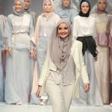 Gamis Syari Zaskia Sungkar jilbab syar i motif top tips