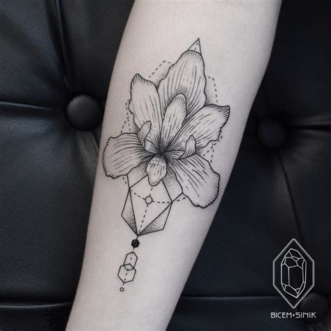 spotlight tattoo spotlight the delicate linework of bicem sinik tattoodo