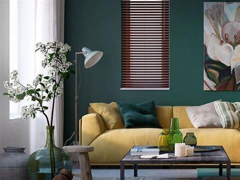 inrichting met okergeel woonstijl interieur impressie woonkamer met okergele bank