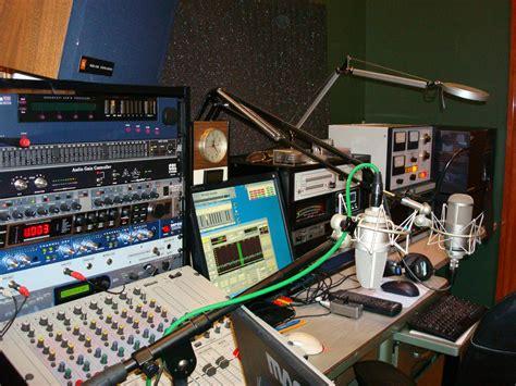Ham Radio Desk Plans by Ham Shack