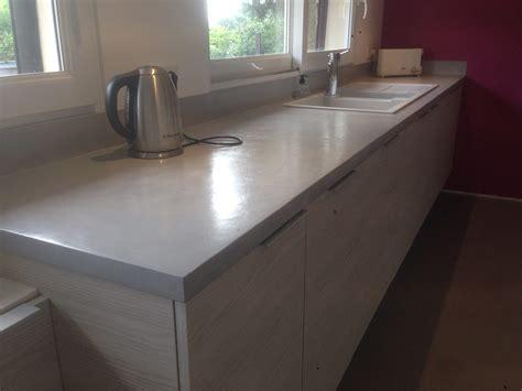 béton ciré plan de travail cuisine fabriquer meuble salle de bain avec plan de travail