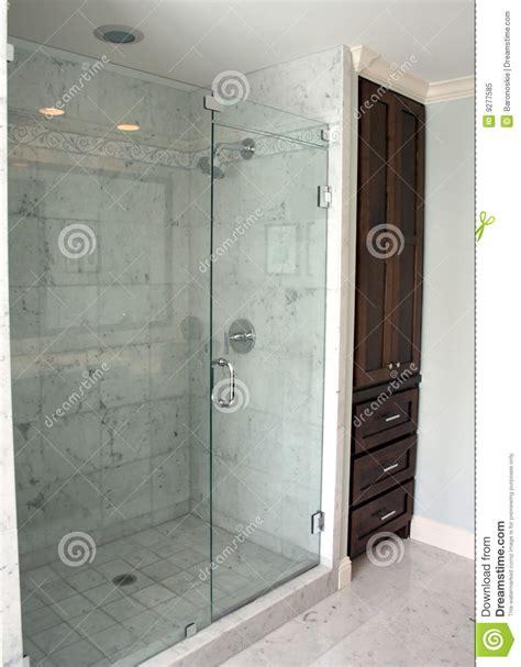 Simple Master Bathroom Ideas badezimmer dusche lizenzfreies stockfoto bild 9277585