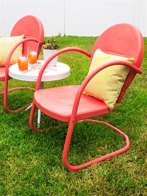 retro metal patio chair and table makeover hearts