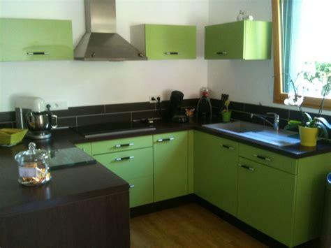 cuisine chocolat et vert anis cuisine gris et vert anis galerie et cuisine carrelage