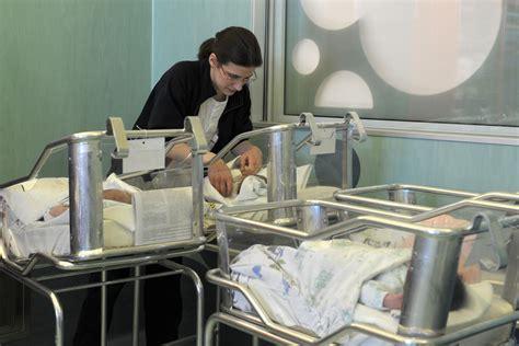 culle bambini scambiate alla nascita chiedono risarcimento di 14 milioni