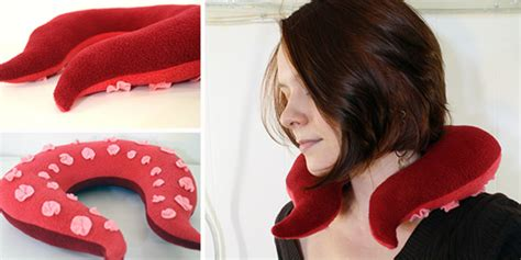 Travel Pillow Diy by Amazing Diy Neck Pillows For Travelling Or Simply Relaxing