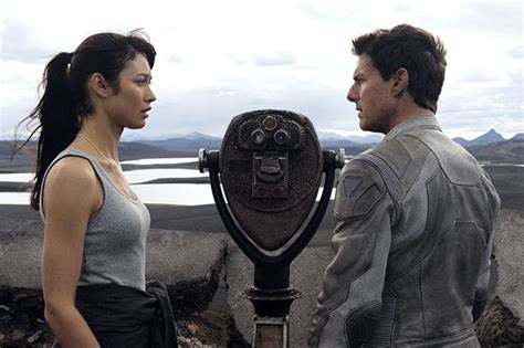 hollywood movies tom cruise list so what exactly is happening in oblivion spoilers
