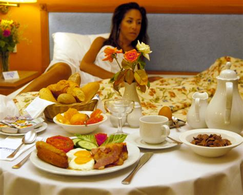 breakfast in bed ideas 8 romantic breakfast in bed ideas that will save you from