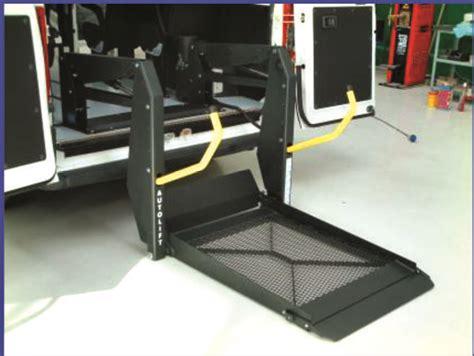 pedana mobile per disabili sollevatore a pedana bibraccio per disabile in carrozzina