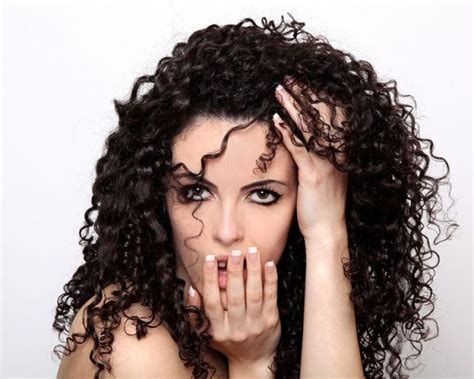 haircut for frizzy damaged hair best 25 haircuts for frizzy hair ideas on pinterest
