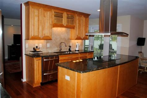 what color hardwood floor with maple cabinets what color hardwood floors go with maple cabinets