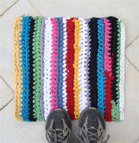 Diy T Shirt Crochet Rug by Crocheted T Shirt Yarn Rug Creative