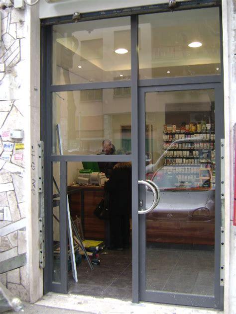 porte per negozi in alluminio allestimento vetrina infissi in alluminio grate e
