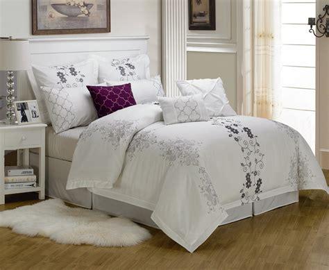 alluring visage  displaying  white comforter sets