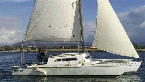trimaran under sail small trimarans