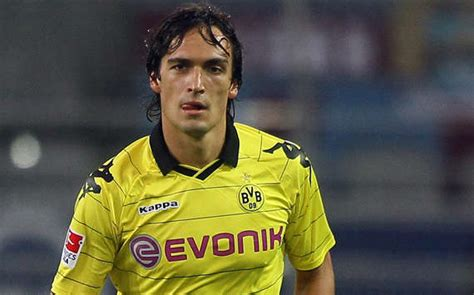 mats hummels chelsea kagawa ex teammate to join united the manchester