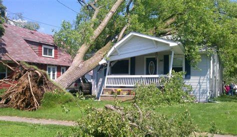 tree falls on house insurance coverage home insurance trees to house 28 images what to do when a tree falls on your house