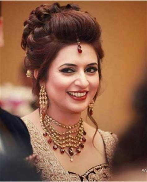 Hindu Bridal Hairstyles For Hair by Indian Wedding Hairstyles For Indian Brides Up Dos