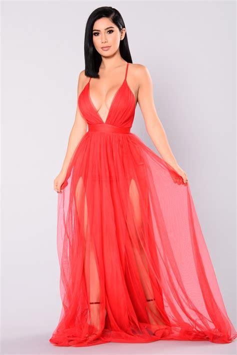 Maxi Dress Novia on the runway maxi dress