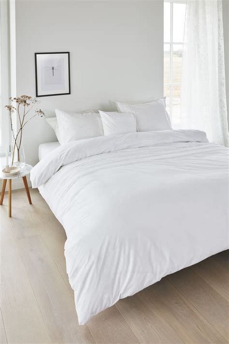 White Bed by 25 Best Ideas About White Duvet Covers On