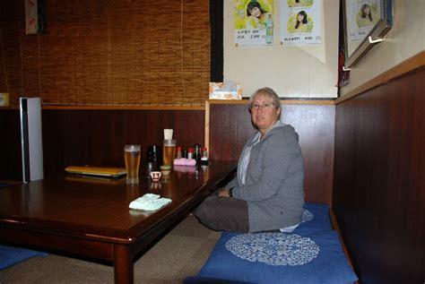 tavolo giapponese viaggio in giappone il tavolino basso estrema tortura