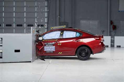 subaru impreza test 2017 subaru impreza earns high marks in iihs crash test