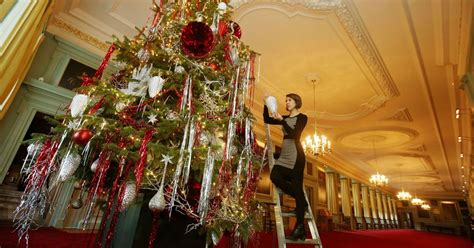 when should i put up my christmas tree wales online