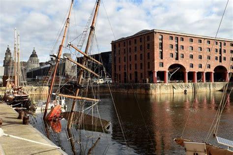sinking boat docks liverpool s historic tall ship zebu sinks in albert dock