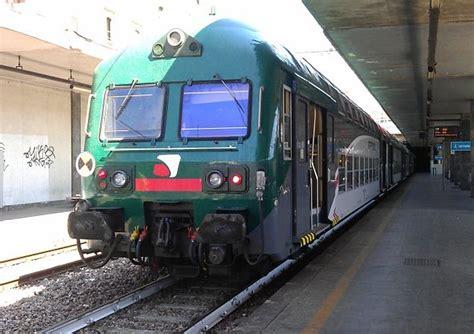 treni como porta garibaldi trasporti passa anche da cant 249 il treno che porta ad