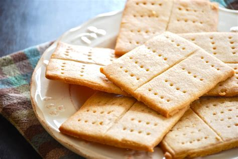 Handmade Crackers - graham crackers macaroni and cheesecake