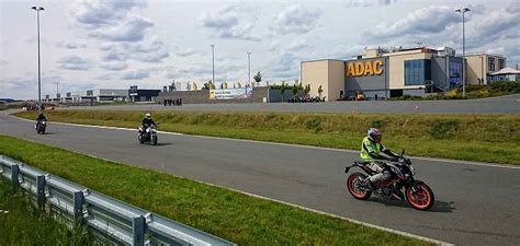Adac Motorrad Kurventraining by Kurventraining Beim Adac Ratracer De