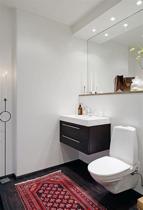 unexpected   rug   modern bathroom love