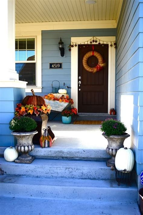 fabulous outdoor decorating tips and ideas for fall zing 70 cute and cozy fall and halloween porch d 233 cor ideas