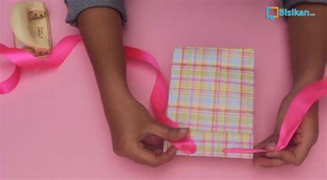 cara bungkus kado yang gang cara membungkus kado paper bag