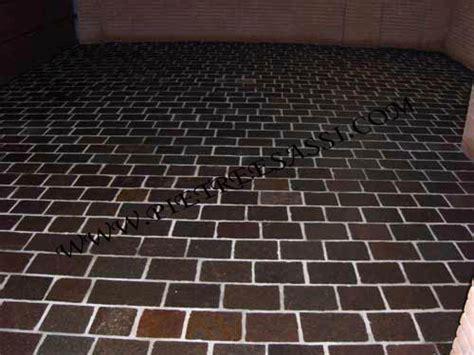 posa piastrelle a correre pavimenti in pietra pietreesassi