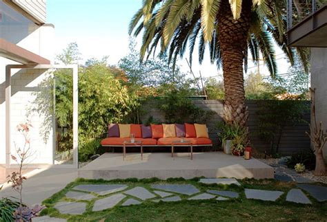 how to landscape your backyard inexpensive landscaping ideas to beautify your yard