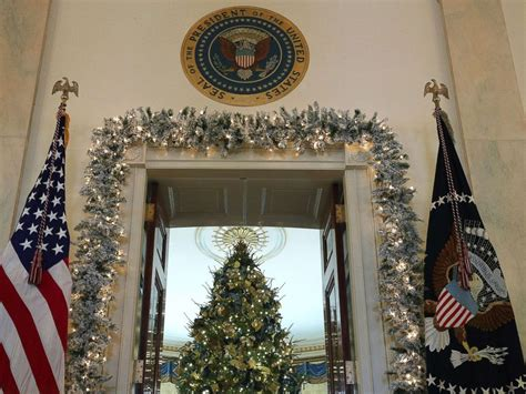 white house holiday tree deck the halls white house unveils 2017 christmas decorations breaking us news
