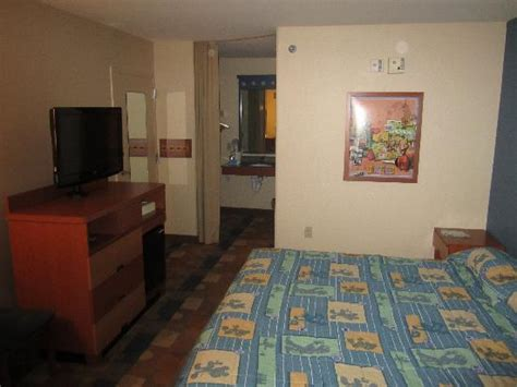 pop century preferred rooms pool picture of disney s pop century resort orlando tripadvisor
