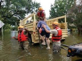 boat transport houston texas thousands trapped on their rooftops in flooded houston