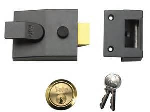 yale locks 91 basic nightlatch 60mm backset dmg finish box