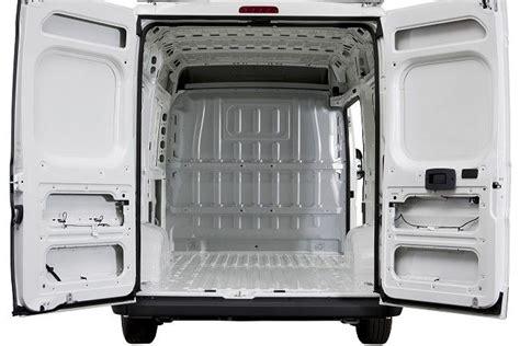 allestimento interno furgoni risparmiare con l allestimento per furgoni syncro