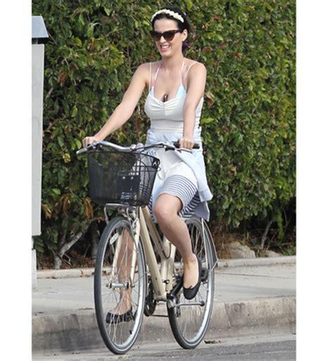 imagenes que se mueven de katy perry fotos las celebrities se mueven en bici katy perry