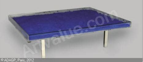 table basse bleu sold by berg 233 associ 233 s