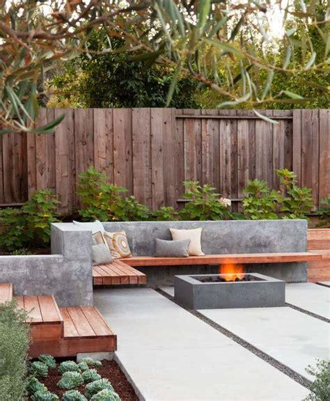 moderne feuerstelle und sitzbank aus beton und holz - Beton Feuerstelle