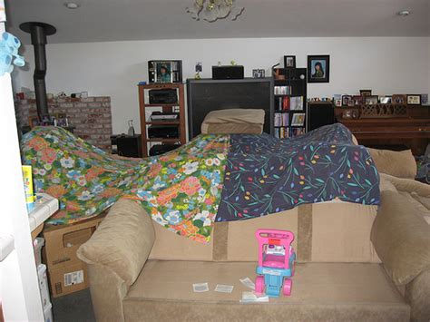 how to make a fort on a couch 834 building an amazing couch cushion fort 1000 awesome