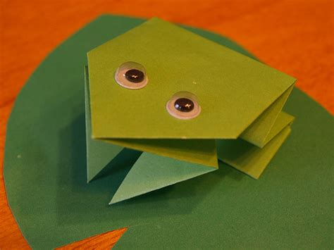 simple origami frog origami maniacs easy origami frog for