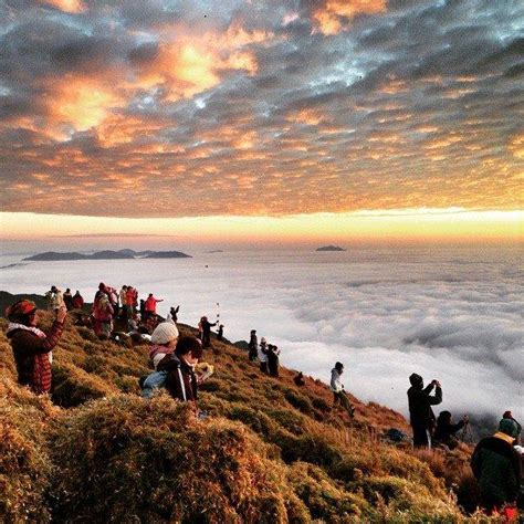 mt pulag hikers  required  show health clearance denr