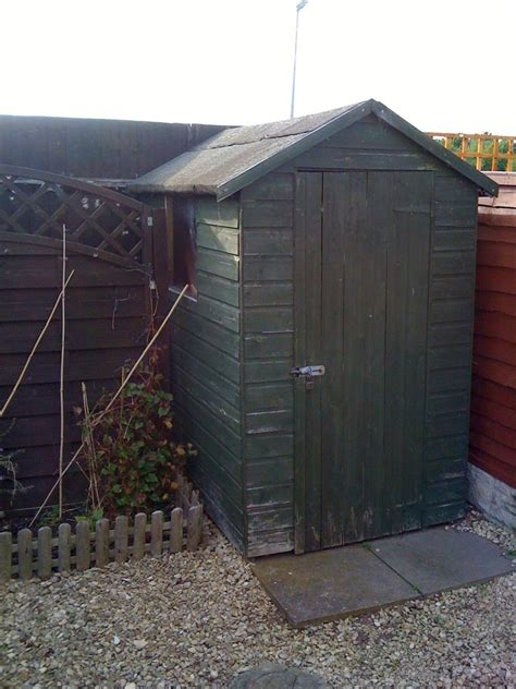 need 5 fence panels and shed painted painting