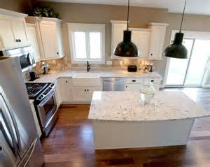 L Shaped Kitchen With Island Layout L Shaped Kitchen Layout With An Arched Overhang On The Island Photo By Applestone Homes